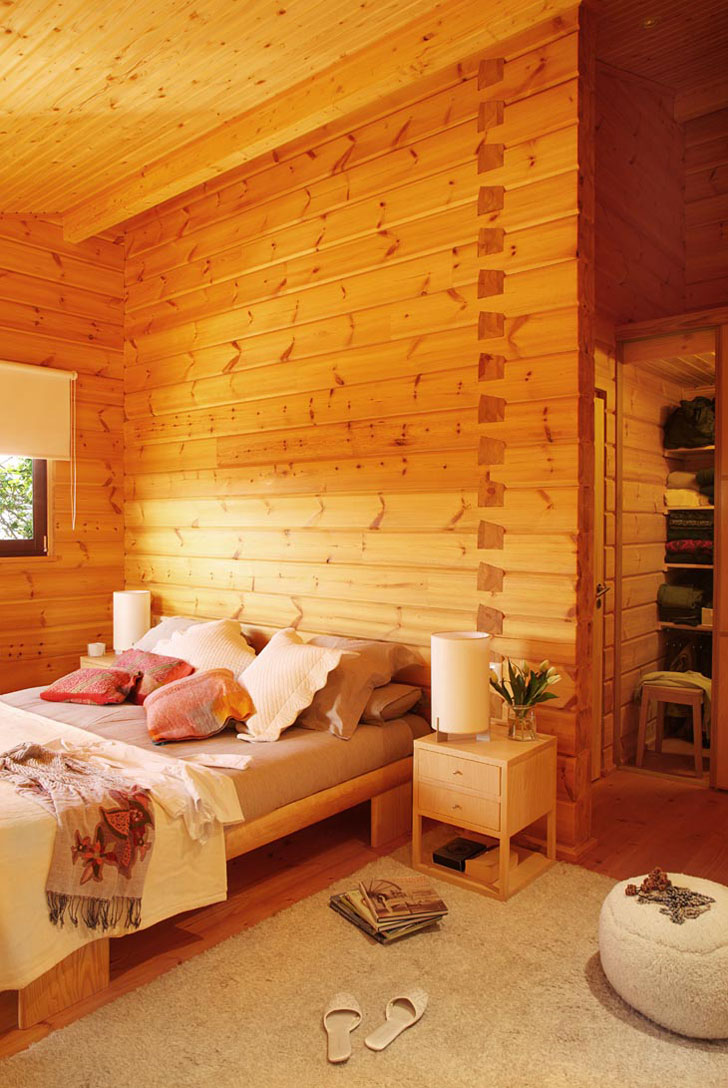 Dovetail wall log cabin